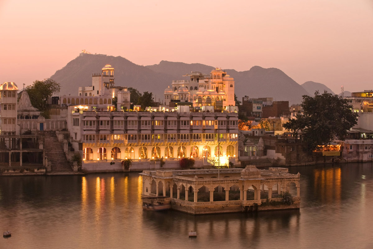 taxi service udaipur airport